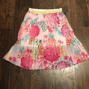 Women's floral pleated skirt size medium